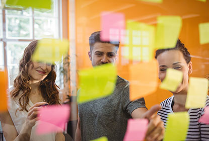 Digital Marketing agency Dubai people looking at sticky notes